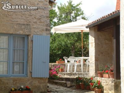 Image 2 furnished 2 bedroom House for rent in Fontenay-le-Comte, Vendee