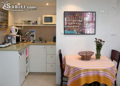 Image 1 furnished 1 bedroom Apartment for rent in Baka, Southern Jerusalem