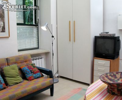 Image 2 furnished 1 bedroom Apartment for rent in Baka, Southern Jerusalem