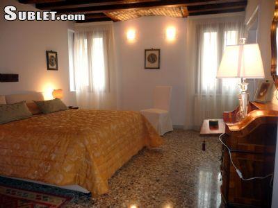 Image 2 furnished 4 bedroom House for rent in Venezia, Venezia