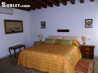 Image 3 furnished 4 bedroom House for rent in Venezia, Venezia
