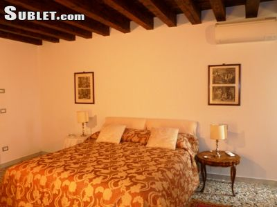 Image 5 furnished 4 bedroom House for rent in Venezia, Venezia