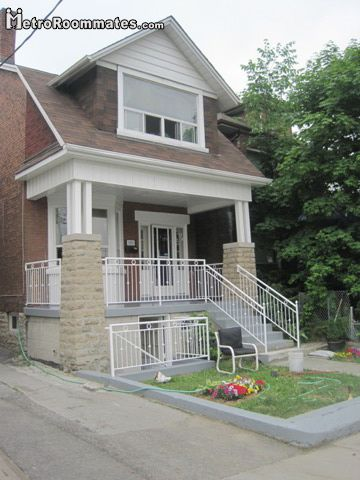 Image 2 Furnished room to rent in York, Toronto Area 4 bedroom House