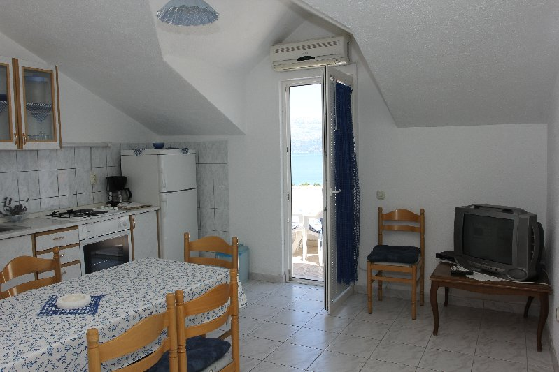 Image 2 furnished 2 bedroom Apartment for rent in Supetar, Split Dalmatia