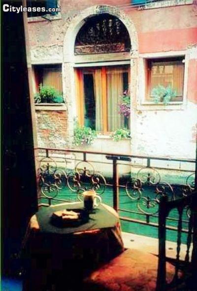 Image 2 furnished 1 bedroom Apartment for rent in Venezia, Venezia