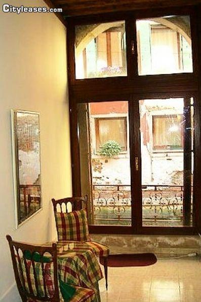 Image 3 furnished 1 bedroom Apartment for rent in Venezia, Venezia