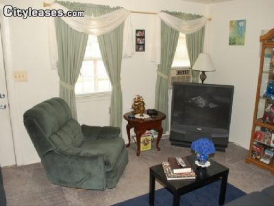 Image 2 unfurnished 3 bedroom Townhouse for rent in Dundalk, Baltimore County