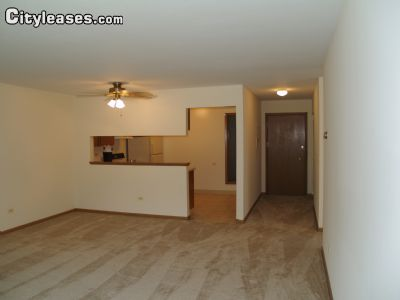 Image 1 unfurnished 2 bedroom Apartment for rent in Waukegan, North Suburbs