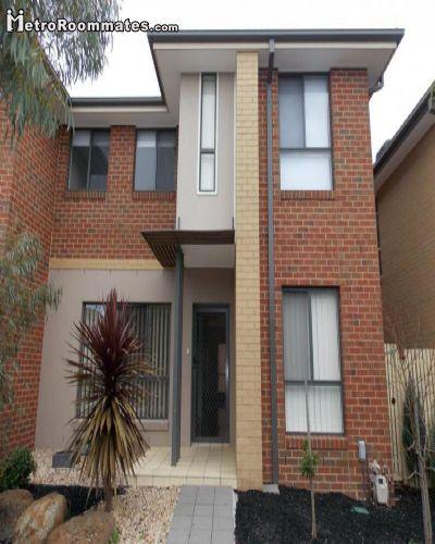 800 room for rent Taylors Hill Melton, Melbourne