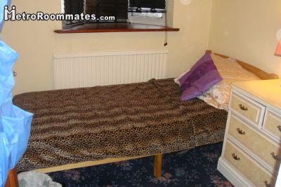 Image 2 Furnished room to rent in Ilford, Redbridge 4 bedroom House