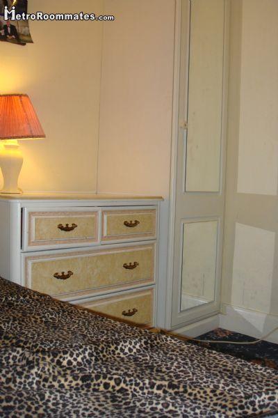 Image 3 Furnished room to rent in Ilford, Redbridge 4 bedroom House