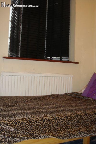 Image 4 Furnished room to rent in Ilford, Redbridge 4 bedroom House