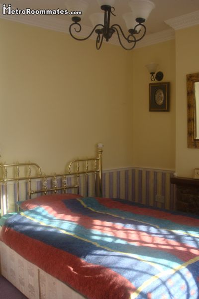 Image 9 Furnished room to rent in Ilford, Redbridge 4 bedroom House