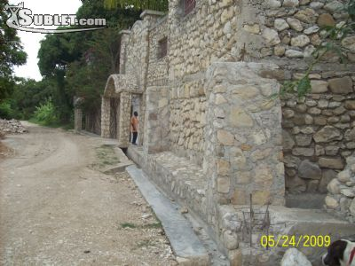 Image 2 either furnished or unfurnished 5 bedroom House for rent in Arcahaie, West Haiti