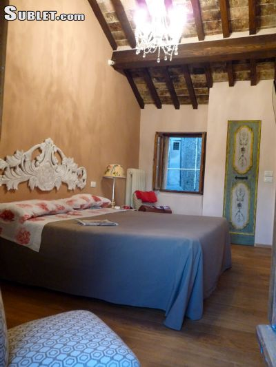 Image 3 furnished 1 bedroom Townhouse for rent in Cortona, Arezzo