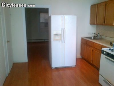 Image 2 furnished 4 bedroom Townhouse for rent in Crown Heights, Brooklyn