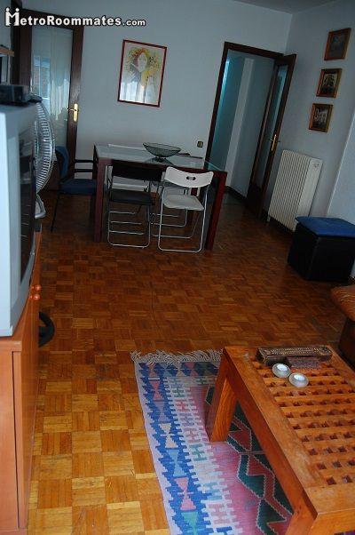 Image 4 furnished 4 bedroom Apartment for rent in Camp de lArpa, Sant Marti