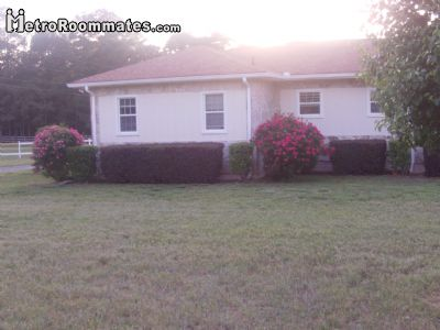 Image 2 Room to rent in Newton County, Historic Heartland 4 bedroom Dorm Style