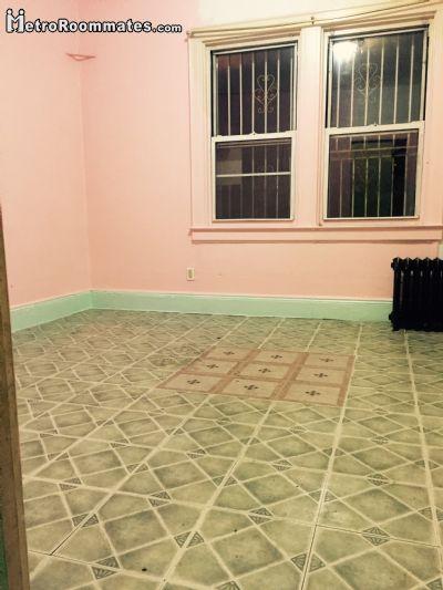 Image 4 Room to rent in Woodside, Queens 2 bedroom Dorm Style