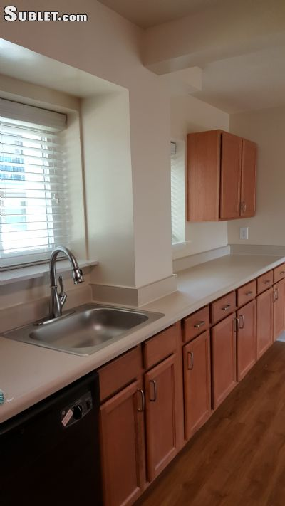 Image 2 unfurnished 3 bedroom Townhouse for rent in Herndon, DC Metro