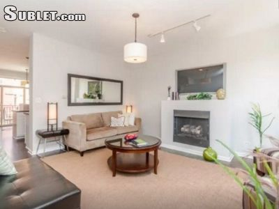 Image 2 furnished 2 bedroom Townhouse for rent in Near North, Downtown