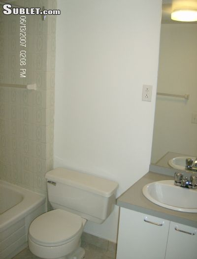 Image 3 unfurnished 2 bedroom Apartment for rent in Downtown, Montreal