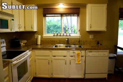 Image 2 furnished 3 bedroom Townhouse for rent in Lakewood, Jefferson County