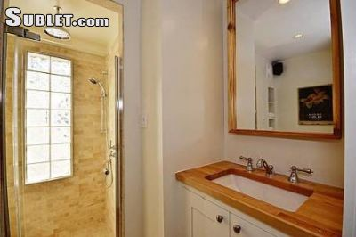 Image 3 furnished 3 bedroom Townhouse for rent in Queen St West, Toronto Area