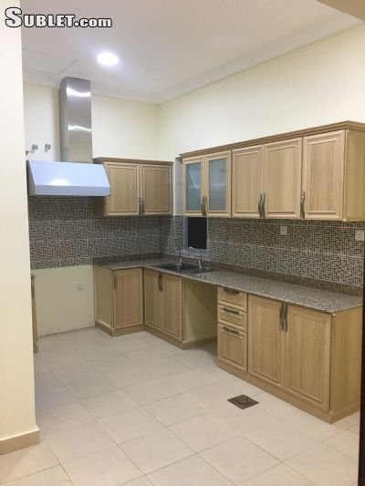Image 2 unfurnished 3 bedroom Apartment for rent in Funtas, Al Amadi