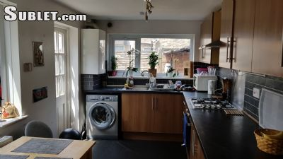 Image 5 Furnished room to rent in Stratford, Newham 4 bedroom House