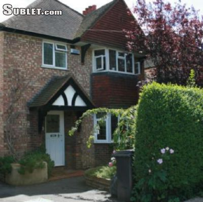 Image 1 Furnished room to rent in Guildford, Surrey 4 bedroom House