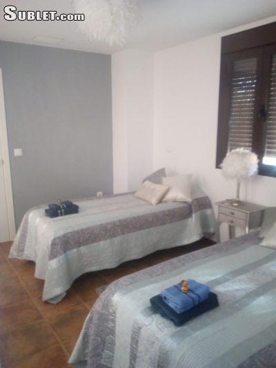 Image 3 Furnished room to rent in Guildford, Surrey 4 bedroom House