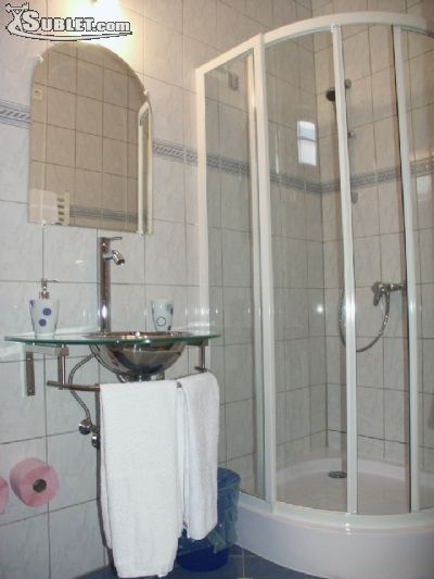 Image 4 furnished Studio bedroom Hotel or B&B for rent in District 6, Budapest